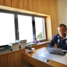 Coworker installé dans un bureau SOLO au 50 Coworking